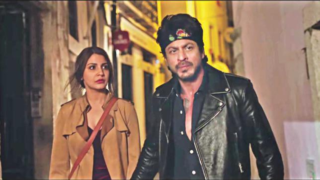 shah_rukh_khan_leather_jacket_in_Jab_Harry_Met_Sejal