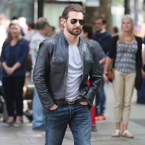 Bradley_Cooper_Black_Cropped_Slim_Fit_Leather_Jacket-With-a-gentle-look